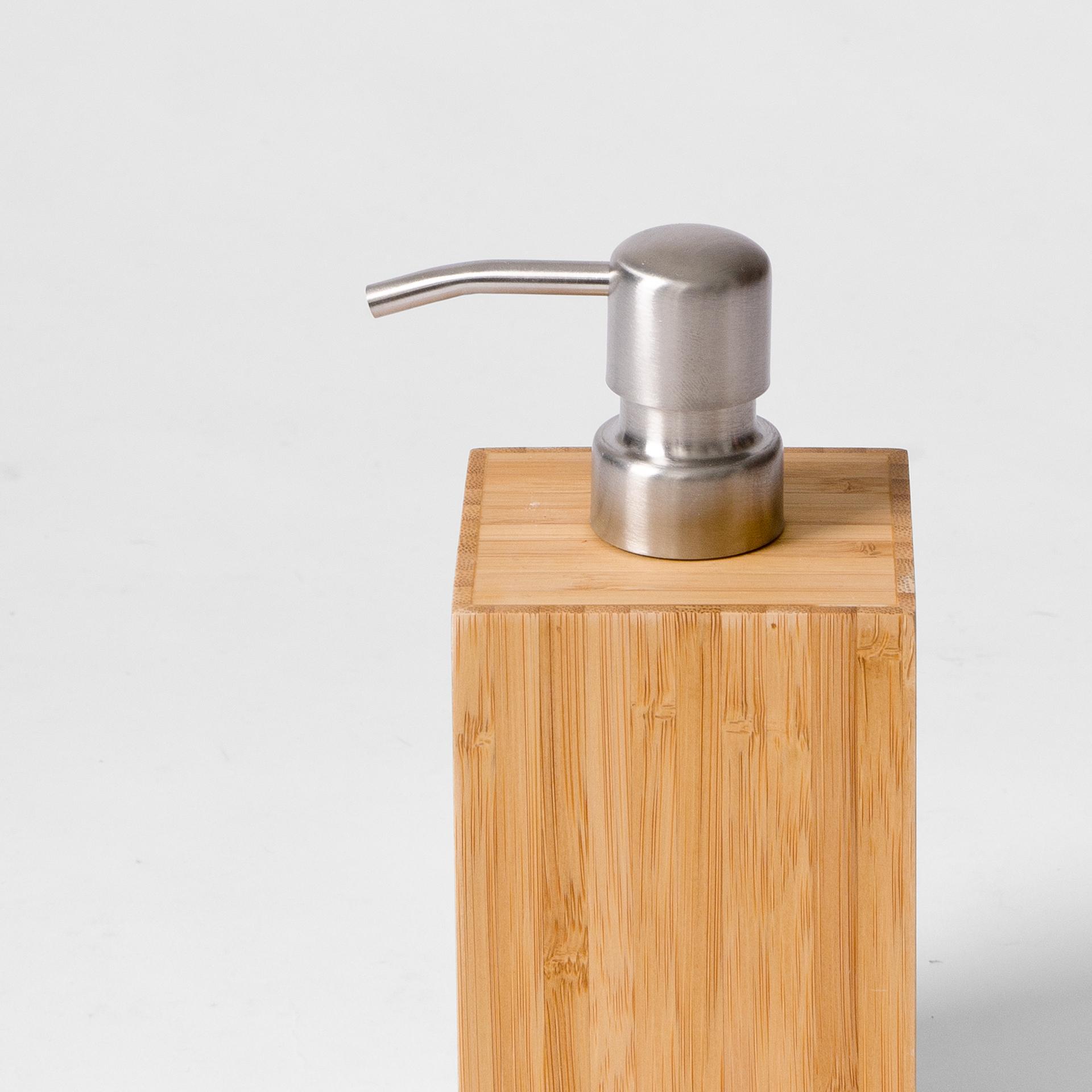 wireworks | soap pump mezza | Natural oak